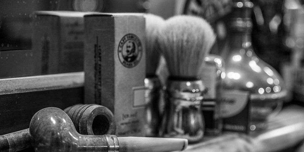 آرایشگاه مردانه و داماد دیپلمات