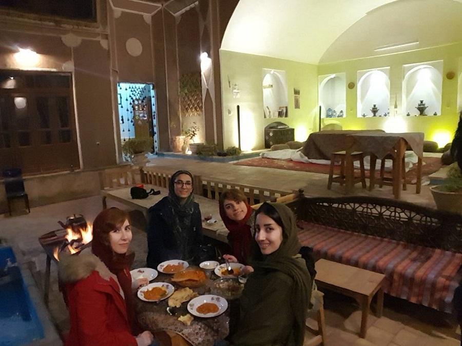 اقامتگاه واحه یزد   Yazd Oasis Hostel