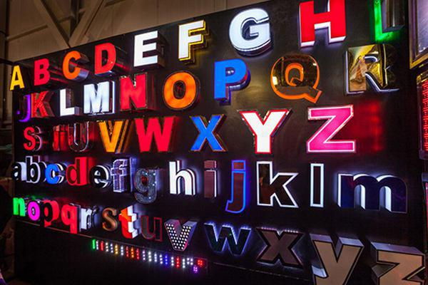 تابلوسازی هنرگستر | سازنده مستقیم حروف برجسته چنلیوم و نمای کامپوزیت