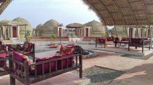 هتل پارسیان قلعه گنج