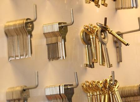 قفل و کلید قادری | تعمیر و نصب قفل و ساخت کلید کامپیوتری و ساخت ریموت کنترل