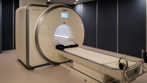 مرکز تصویر برداری رازی | ام آر آی(MRI)، سی تی اسكن، رادیولوژی دیجیتال و پانورکس، سونوگرافی