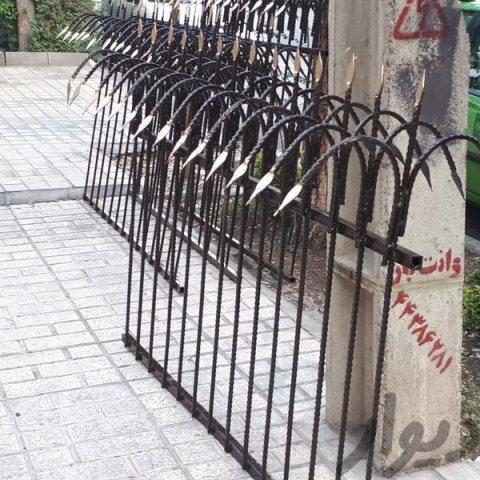 حفاظ کوروش | ساخت و نصب حفاظ و نرده روی دیوار