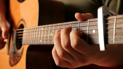 گالری موسیقی سینا | تدریس گیتار در شهر پردیس